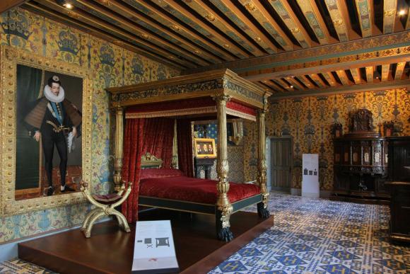 Portrait of Henr III in the king's bedroom at Blois. © D. Lépissier