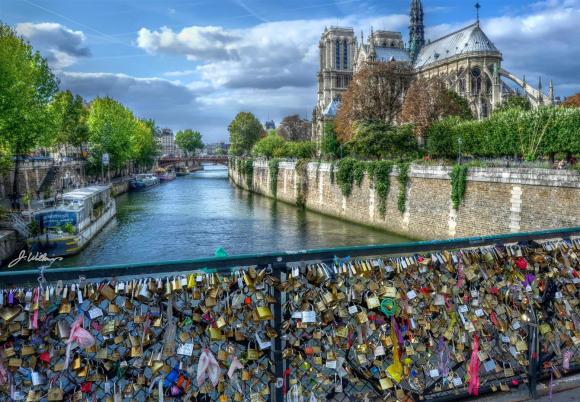 Love locks on the Pont de l'Archevêché, Paris 2011 (c) Joe Wilkins 2011