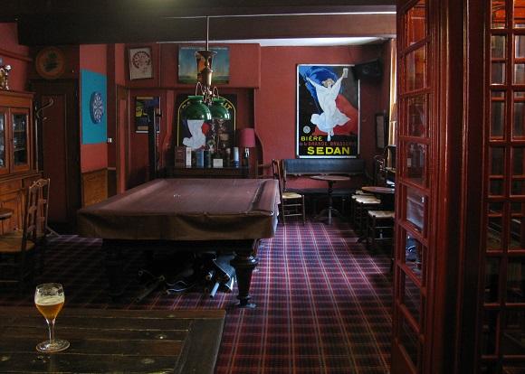 Back room at Le Roy de la Bière, Sedan. Photo GLK.
