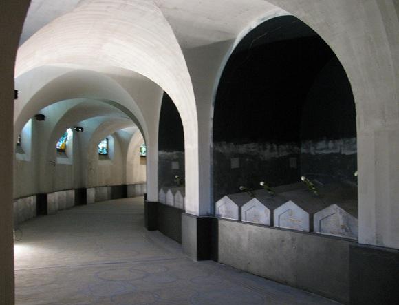 Crypt of the Escadrille La Fayette Memorial in Marnes-la-Coquette, near Paris.. Photo GLK.